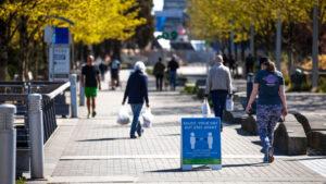 etiqueta distanciamento social nas calçadas